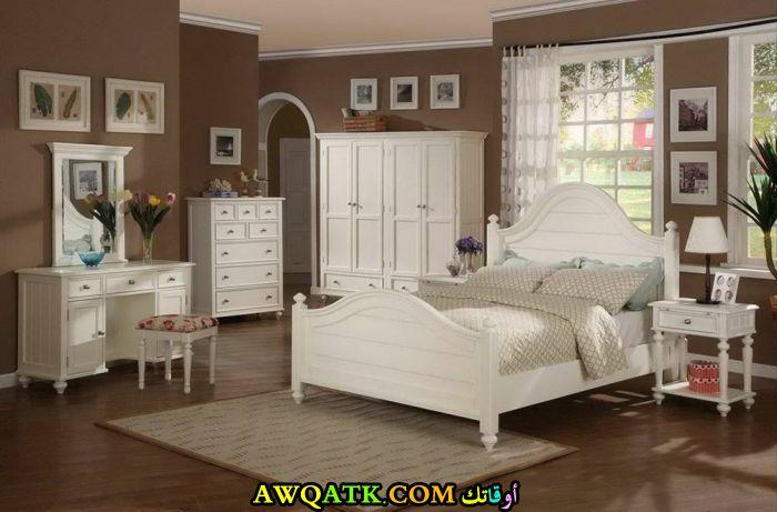 غرفة نوم كاملة باللون الأبيض