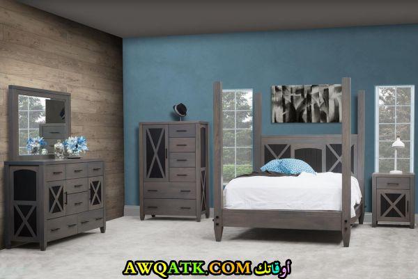 غرفة نوم جميلة باللون الرمادي