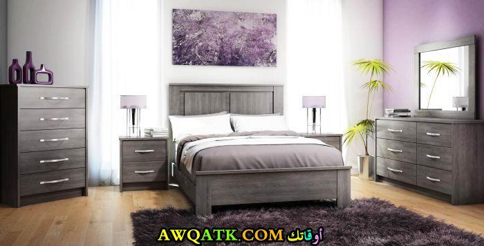 غرفة نوم خشب باللون الرمادي رائعة