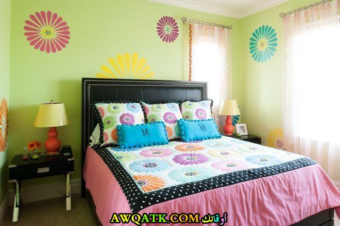 غرفة نوم خضراء للينات جميلة ورائعة