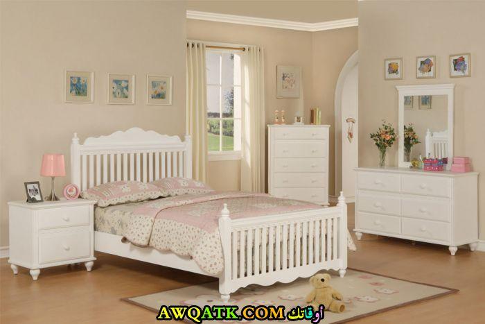 غرفة نوم كاملة بيضاء