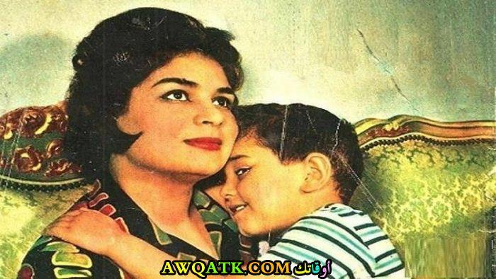 أحلى صورة للفنانة الجميلة كريمة مختار مع أبنها