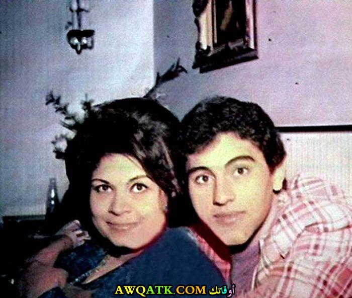 صورة الفنانة المصرية كريمة مختار مع ابنها