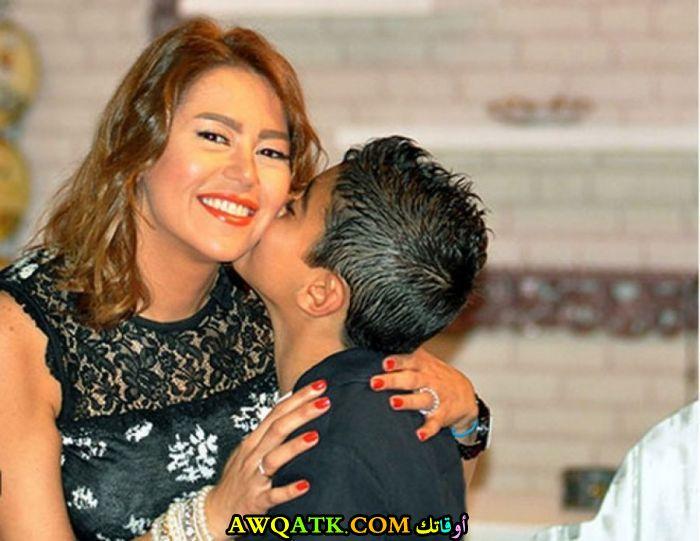 صورة الفنانة المصرية لقاء الخميسي و ابنها