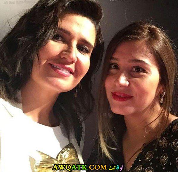 أحدث صورة للفنانة المصرية مايا شيحة مع اختها