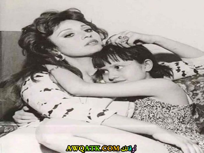 أجمل صورة للفنانة مديحة كامل و ابنتها الوحيدة