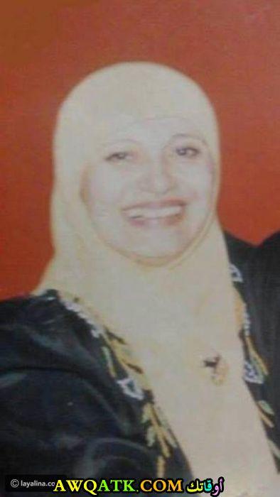 صورة للفنانة مديحة كامل بالحجاب