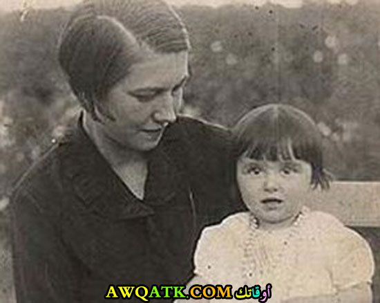 صورة الفنانة المصرية مريم فخر الدين وهي طفلة صورة قديمة نادرة