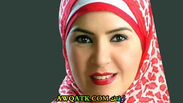 صورة للفنانة منال عبد اللطيف بالحجاب