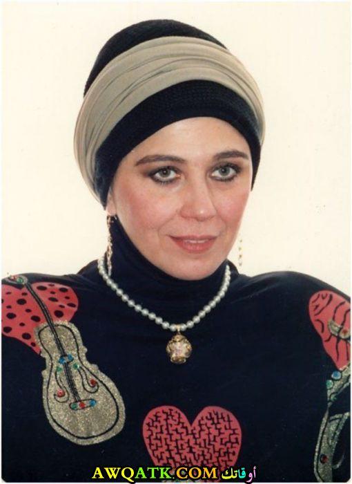 صورة روعة للفنانة منى جبر بالحجاب