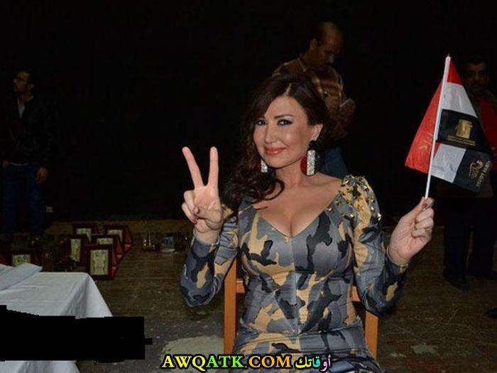 صورة للفنانة ميسرة أثناء انتخابات رئيس الجمهورية (الرئيس السيسي )
