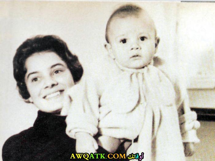صورة عائلية للفنانة نادية لطفي مع ابنها الوحيد احمد