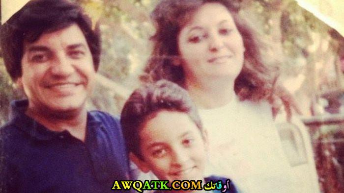 صورة عائلية للفنانة نهال عنبر مع زوجها و ابنها