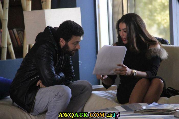 ياسمين صبري تتفوق على شيري عادل في الحصان الأسود