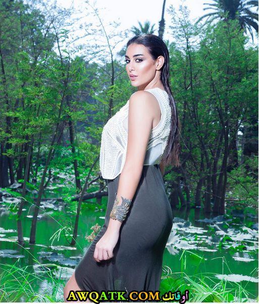 ياسمين صبري تظهر بإطلالة كيم كارديشيان في أحدث جلسة تصوير