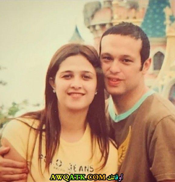 صورة عائلية للفنانة ياسمين عبد العزيز مع زوجها