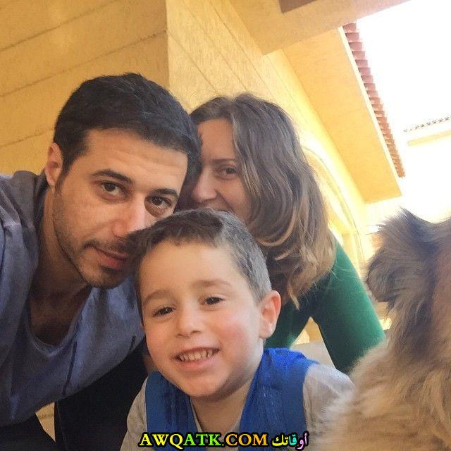 صورة رائعة للفنان أحمد السعدني مع زوجته و ابنه