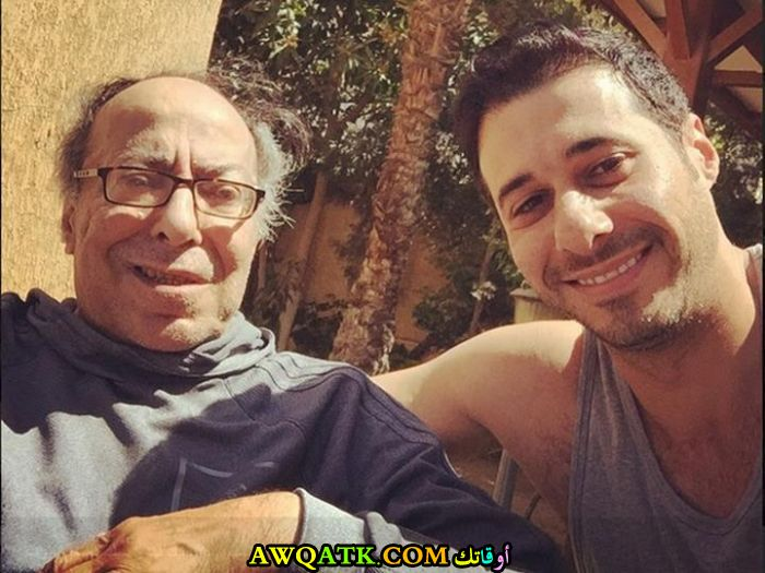صورة للفنان أحمد السعدني مع والده صلاح السعدني