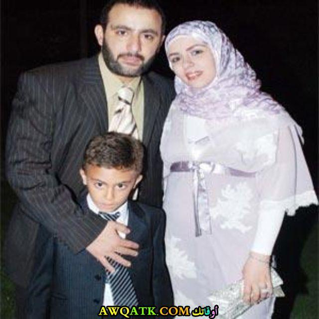 صورة عائلية للفنان أحمد السقا مع أبنه و زوجته