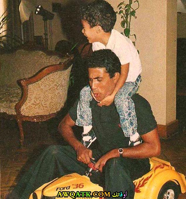 صورة جميلة للفنان الجميل أحمد زكي مع ابنه هيثم أحمد زكي