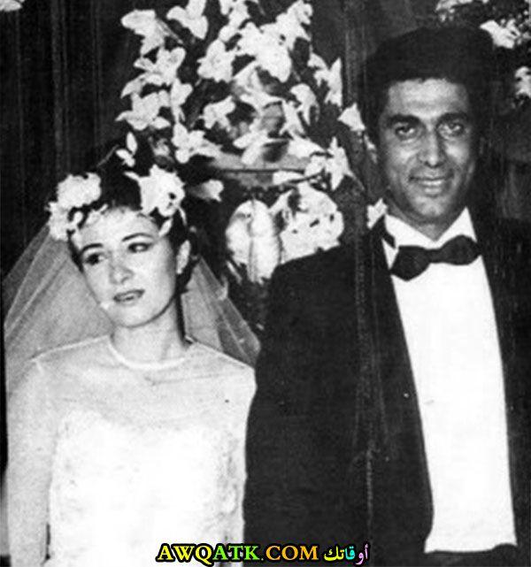 صورة عائلية للفنان أحمد زكي مع زوجته