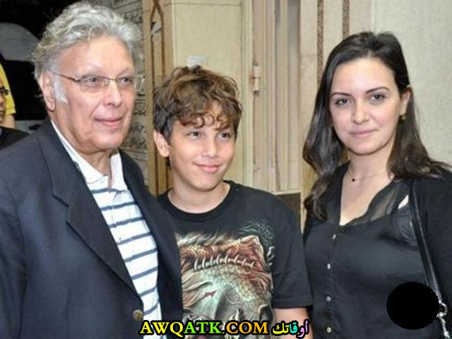 أشرف عبد الغفور مع ابنته و حفيده
