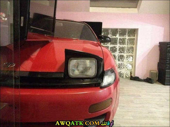 السيارة تبدو كأنها حقيقية