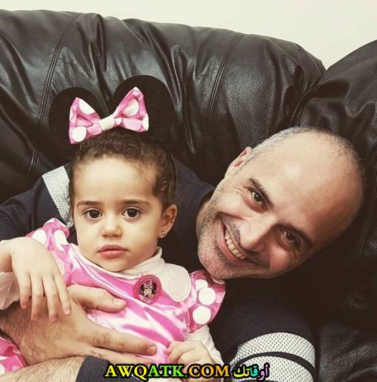 صورة عائلية للفنان حازم سمير مع أبنته