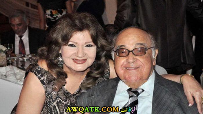 صورة عائلية للفنان حسن مصطفى مع زوجته