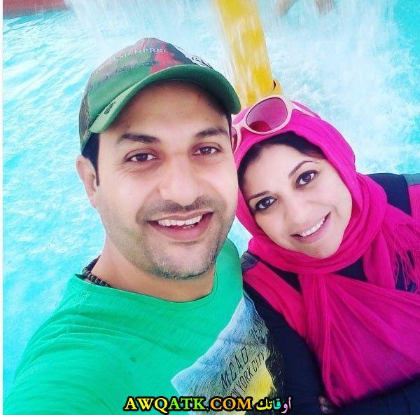 صورة عائلية للفنان حمادة بركات مع زوجته