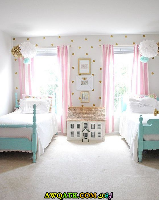 غرفة نوم بسريرين للبنات
