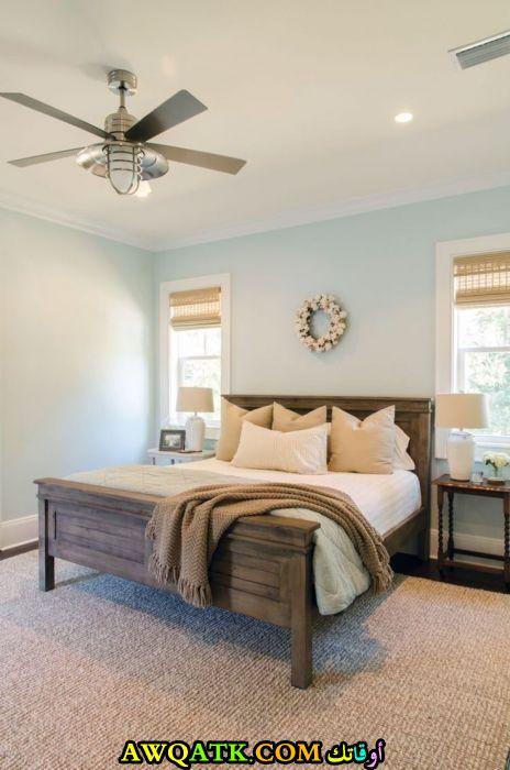 غرفة نوم خشب بسيطة