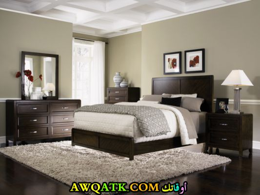 غرفة نوم خشب رئعة باللون البني الغامق