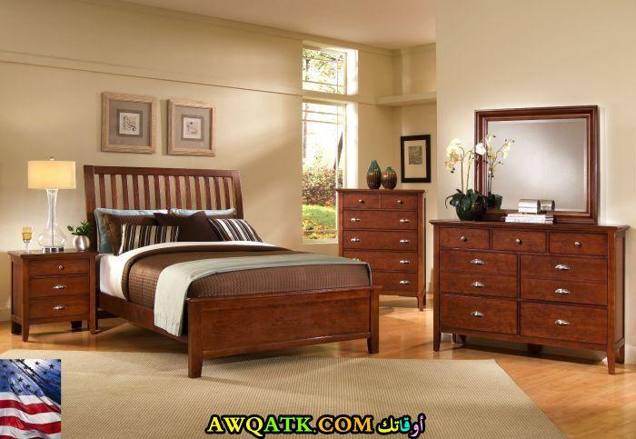 غرفة نوم خشب بني رائعة