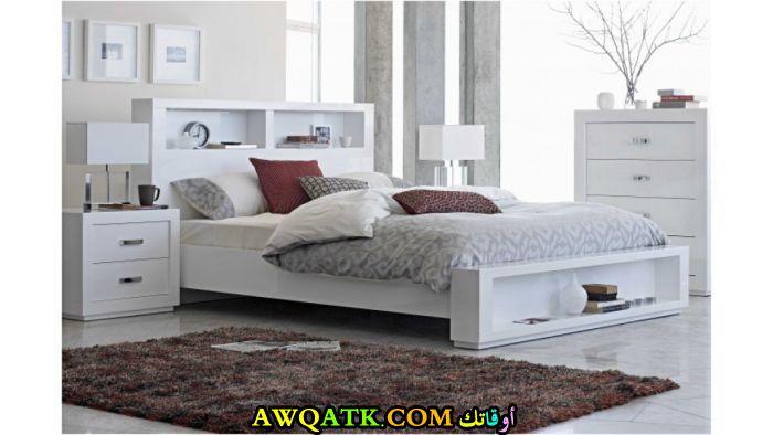 غرفة نوم قمة الهدوء باللون الأبيض