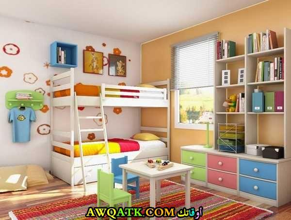 غرفة نوم بالوان مبهجة تناسب طفلين
