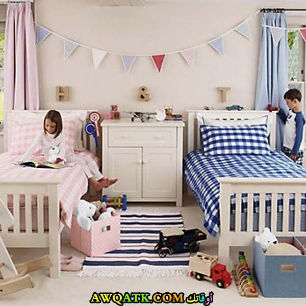 غرفة نوم لطفلين باللو ن الأبيض