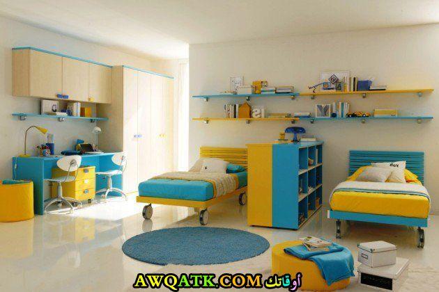 غرفة نوم رائعة باللون التركواز والأصفر