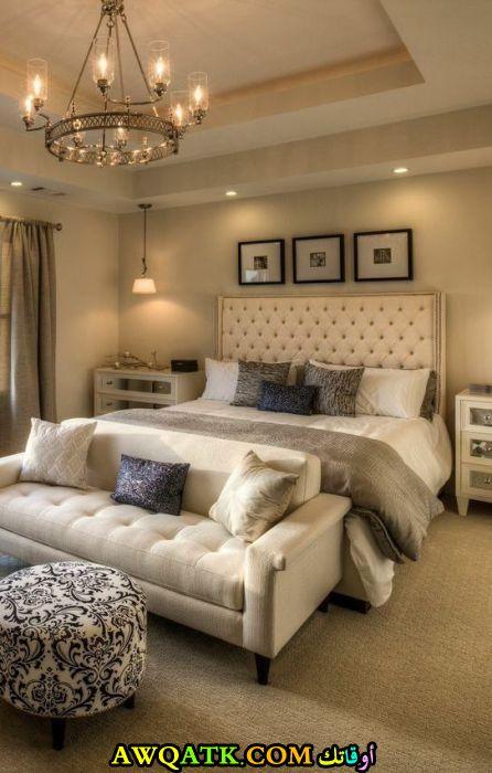 غرفة نوم مودرن باللون البيج