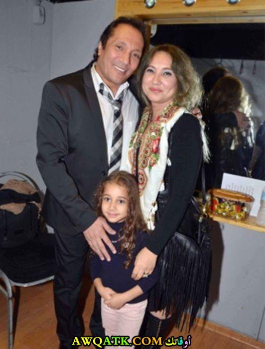 صورة الفنان المصري علي الحجار وزوجته و ابنته