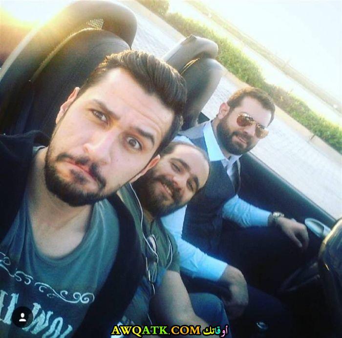 صورة جميلة للفنان الجميل عمرو يوسف مع أصدقائه