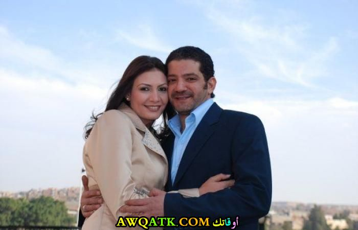 صورة الفنان المصري مجدي بدر وزوجته