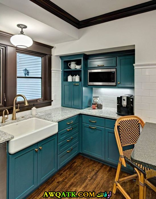 مطبخ جميل جداً باللون الجنزاري يناسب المساحة الصغيرة