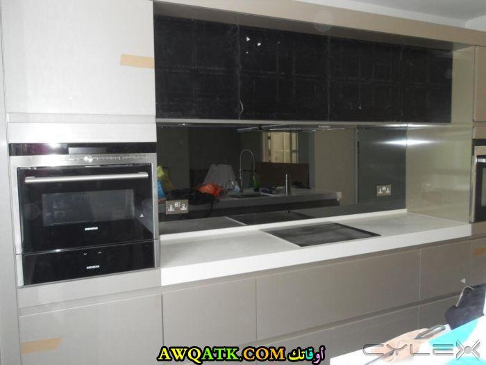 مطبخ أنيق جداً باللون الأبيض والأسود من جيفكي