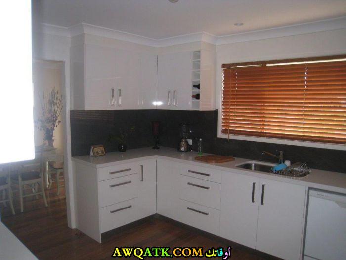 مطبخ هادي جداً ورائع باللون الأبيض من مطابخ جيفكي