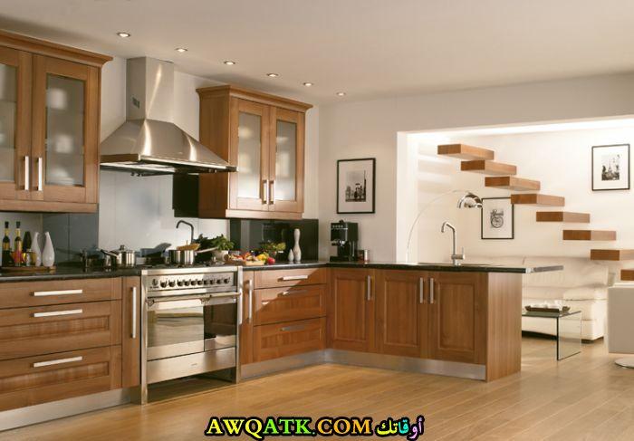 مطبخ خشب بسيط جداً