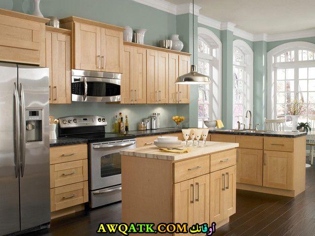 مطبخ خشب جميل جداً وشيك باللون البيج
