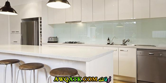 مطبخ دبل جلاس باللون الأبيض