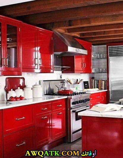 مطبخ دهان لاكيه أنيق باللون الأحمر