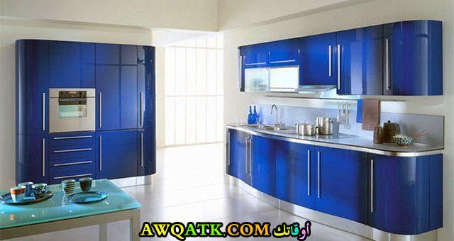 مطبخ دهان لاكيه باللون الأزرق
